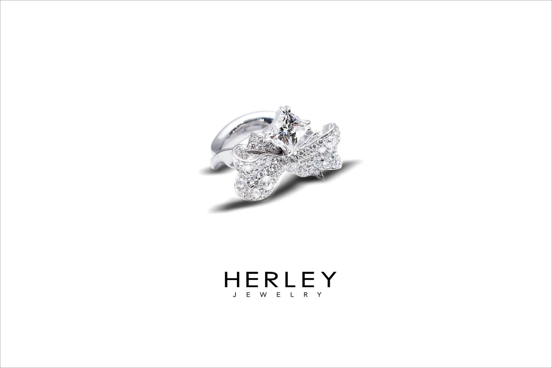 此珠寶設計以「彼此的禮物」為概念發想,用蝴蝶結的造型襯托1.7克拉的公主方鑽石